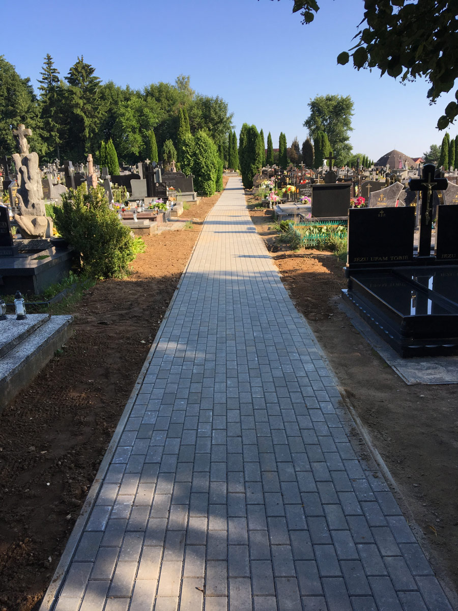 Budnik - Układanie kostki brukowej - Cmentarz w Sokółce