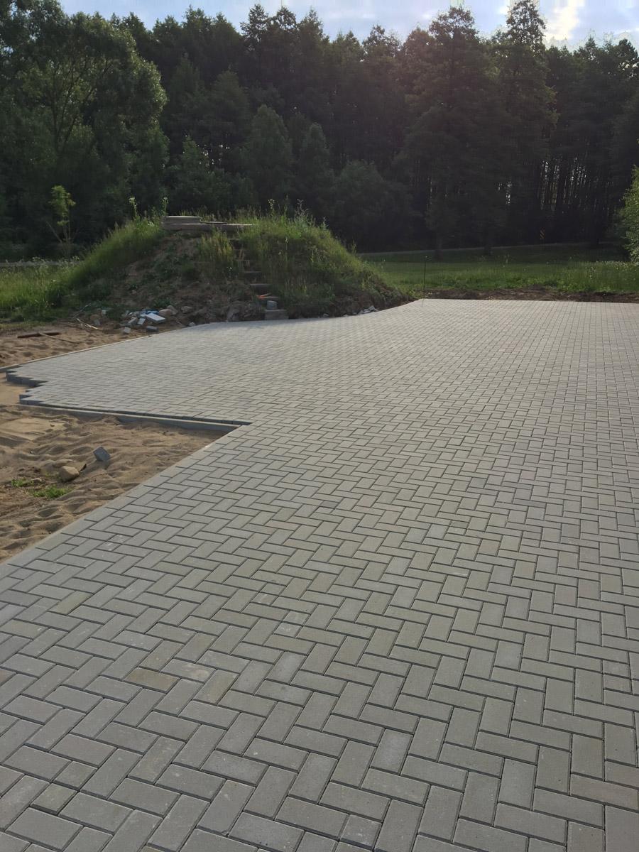 Budnik - Układanie kostki brukowej - Stacja uzdatniania wody w Leśnikach